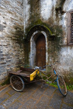 Tricycle and wall, Xingping.