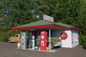 Old Texaco gas station, near St. Johns, Washington.