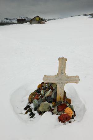 Nowegian whaler's grave, Deception Island.